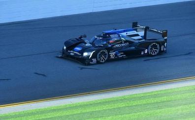 A Fernando Alonso le hacen el 'tocomocho' en las 24 horas de Daytona