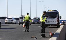 Una motorista muy grave al chocar contra un camión en la avenida del Cid