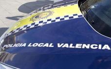 Agrede a su pareja en plena avenida en Valencia y huye al ver un coche patrulla