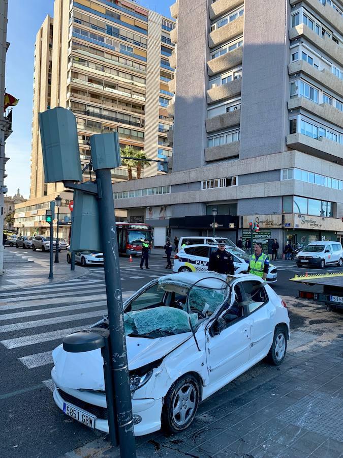 Un accidente con heridos obliga a cerrar el paseo de la Ciudadela a la altura del puente de la Exposición