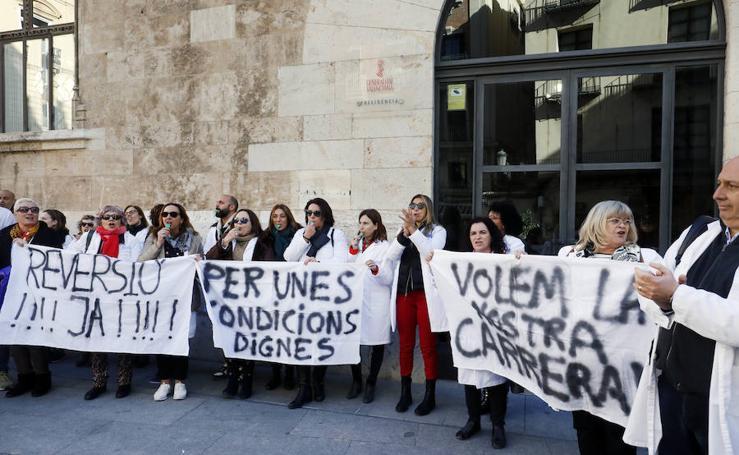 Medio centenar de sanitarios exigen que la reversión de Dénia sea igual a la de Alzira