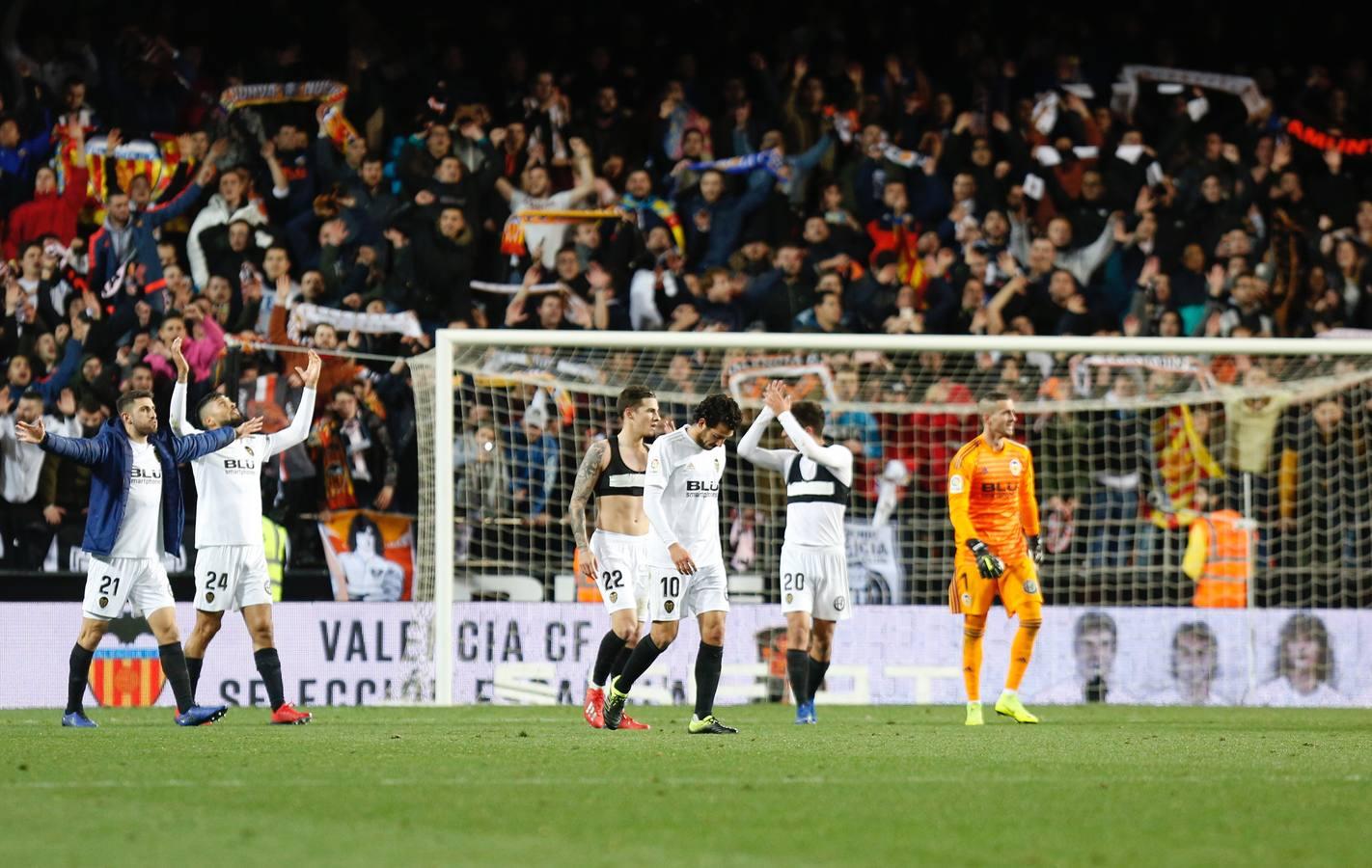 Tangana tras el Valencia -Getafe de Copa: agresiones e insultos en el césped de Mestalla