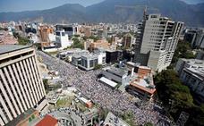 Guaidó exhibe músculo en las calles en su primera gran convocatoria