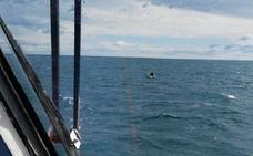 Rescatada una surfista a la deriva por el fuerte viento