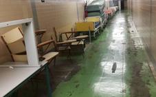 Mobiliario en desuso y desconchones afean los sótanos del Hospital Clínico de Valencia