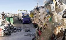 El PP exige aclarar el envío de plásticos de un vertedero de Utiel a Xixona