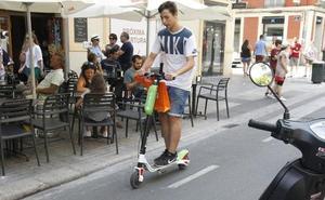 Avalancha de empresas de patinetes y bicicletas frente a la pasividad de Grezzi