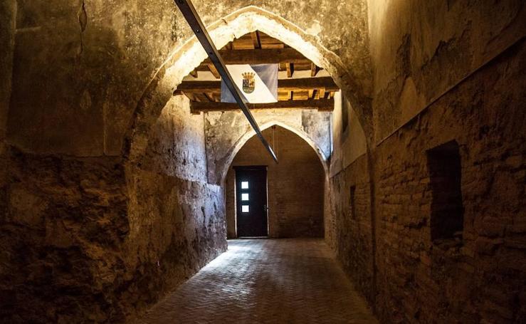 El castillo de Benissanó revive una batalla medieval con jinetes, cañones y una escuadra de caballería