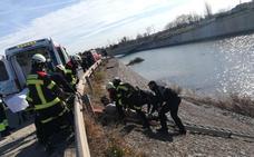 Los bomberos rescatan a un hombre que había caído al barranco del Carraixet