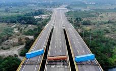 Las fuerzas de Maduro bloquean el puente por el que llegará la ayuda humanitaria a Venezuela