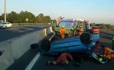 Una mujer herida al volcar su coche en la autovía A-7