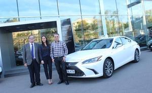 El primer Lexus ES híbrido  taxi se estrena en Valencia