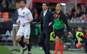 Guedes vuelve a Mestalla ovacionado