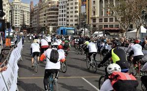 Ciclopaseo de AVAPACE por el centro de Valencia
