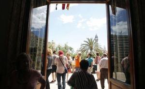 Cómo ver la mascletà desde el balcón del Ayuntamiento de Valencia