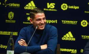 Vallejo: «El Valencia es un grande donde puedo crecer»