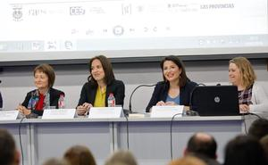 Mavi Mestre y Hortensia Roig reivindican en Gandia la educación en valores de igualdad