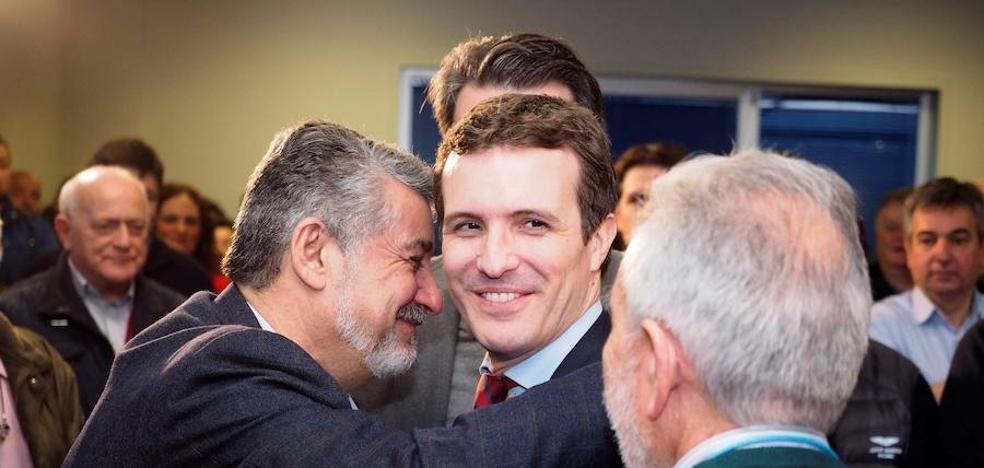 Casado intenta acorralar a Rivera con los pactos postelectorales