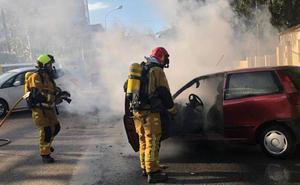 Arde un coche en Dénia mientras circulaba por la carretera dirección a Les Rotes