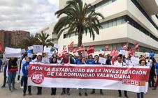 Investigadores de Fisabio se concentran para denunciar la precariedad laboral