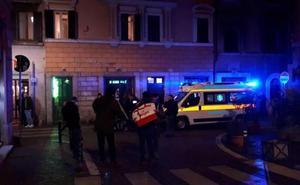 Dos aficionados del Sevilla son apuñalados en una pelea multitudinaria en el centro de Roma