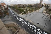 La protesta de los taxistas colapsa el centro de Valencia