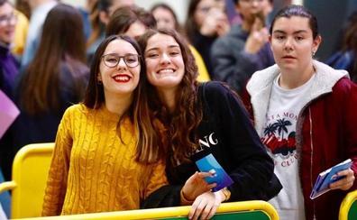 Miki, Marilia y Alfonso de 'OT 2018' revolucionan Valencia en su firma de discos