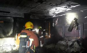Dos mujeres rescatadas de su balcón con quemaduras leves en una incendio en La Pobla de Farnals