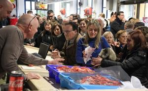 El Mercat Municipal vende 172 kilos de gamba roja y sirve más de 1.000 tapas en la campaña 'Enamorats de la gamba de Dénia'