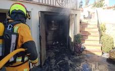 Los bomberos sofocan dos fuegos en Teulada en menos de dos horas