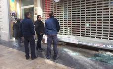 Unos ladrones asaltan una tienda de telefonía en Gandia y sustraen decenas de móviles y tabletas