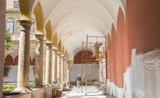 Repintan el claustro renacentista del Centro del Carmen sobre los grafitis