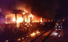 Un incendio quema un metro abandonado en las instalaciones de FGV en Torrent