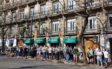 Ambiente festivo de los aficionados del Celtic en Valencia tras las detenciones de anoche