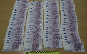 La Guardia Civil encuentra 100.000 euros en billetes falsos en un coche en Novelda