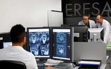Sanidad baraja una empresa pública para asumir al personal de las resonancias magnéticas
