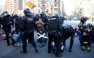 El independentismo no consigue paralizar Cataluña con la huelga contra el jucio del 'procés'