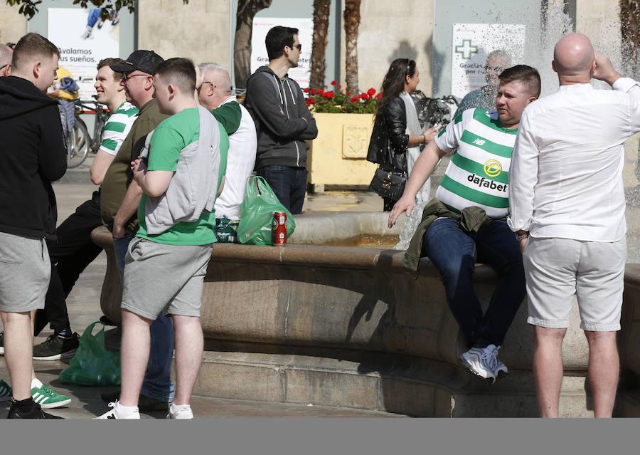 Hinchas del Celtic paran el tráfico tras el partido, rompen botellas y orinan en la calle