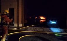 Un incendio afecta a una nave y un restaurante en Ribarroja