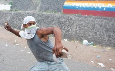 Colombia eleva a 285 los heridos en el paso de ayuda humanitaria a Venezuela