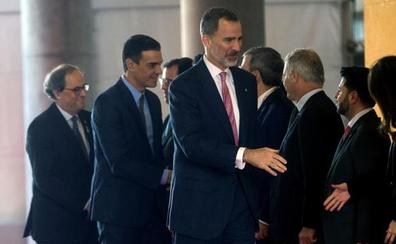 Torra planta al Rey y evita la foto ante el pabellón de España en el Mobile World Congress