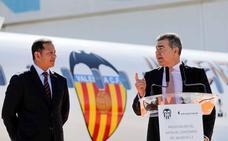 El Valencia y Air Nostrum presentan el avión del centenario