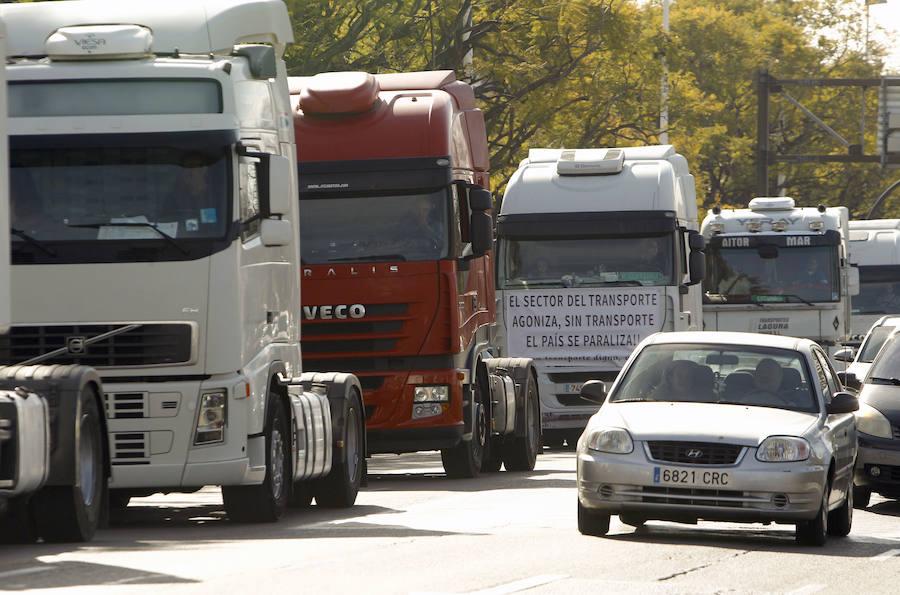 Un centenar de camiones recorre el centro de Valencia