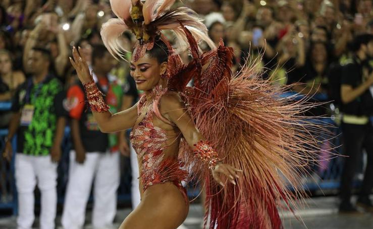Sensualidad, color y denuncia en el carnaval de Río de Janeiro 2019