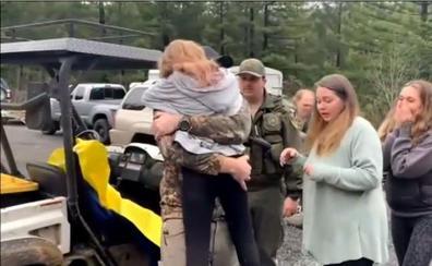Halladas con vida dos niñas de 5 y 8 años perdidas durante 44 horas en un bosque