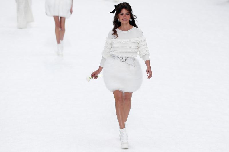 Penélope Cruz en el desfile de Chanel: su último regalo a Karl Lagerfeld en París
