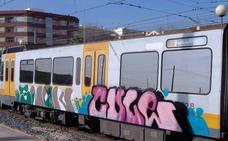 Sorprendidos tres jóvenes mientras pintaban grafitis en vagones del metro en Paterna