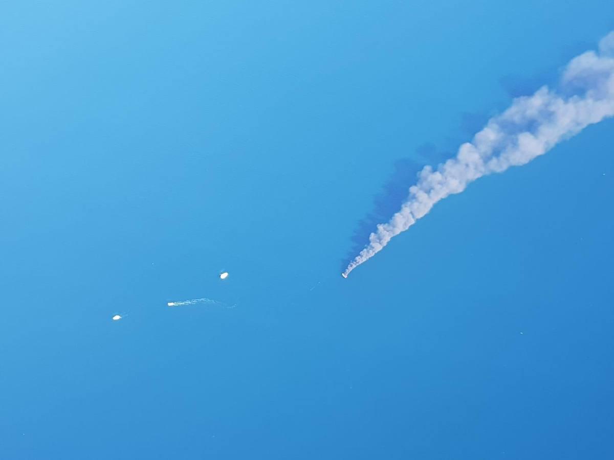 Una embarcación con tres personas a bordo se incendia en aguas de Valencia
