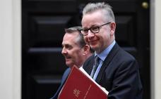 Ocho abogados 'brexiters' juzgarán los papeles de la primera ministra