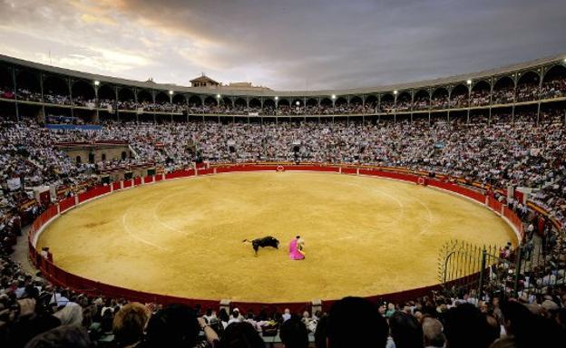 Cual es el aforo de la plaza de toros de Valencia
